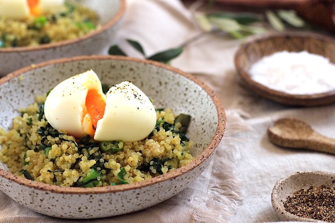 Soft boiled egg with quinoa,spinach and shallot 3